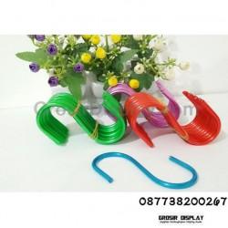 Gantungan Serbaguna Letter S 8 cm Warna Warni Cantolan Leter S