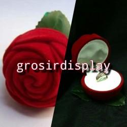 Display Kotak Cincin Mawar Besar