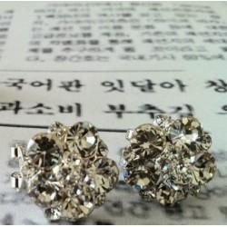 Anting Korean Earrings Bunga Putih Cantik